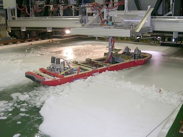 Ridge penetration of an icebreaking vessel