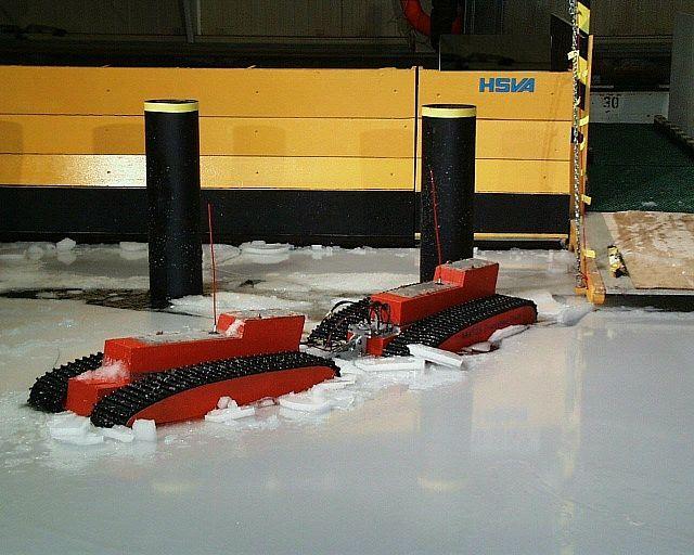 Evacuation craft in drifting ice